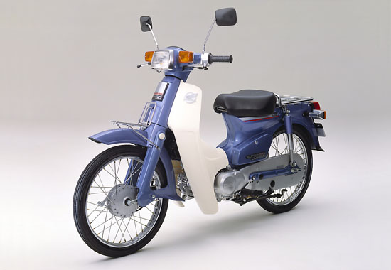 高梨沙羅、愛車は2000万円ベンツ  [585341833]->画像>32枚