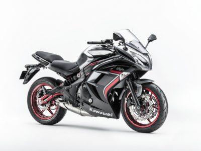 Ninja 400 ABS Limited Edition。カラーは「メタリックムーンダストグレー×メタリックスパークブラック」(GY3)の1色。