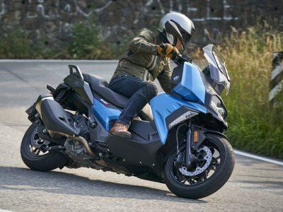 パフォーマンスもポジションもバイク的であることを目指した BMWの新型ミッドサイズ・スクーター「C400X」