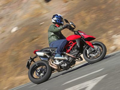 Ducati Hyper Motard 950/SP キケンな香りのするビッグモタード、新型を試乗する 「極端」の魅力