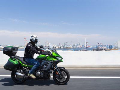 VERSYS 1000 SE試乗 奇抜なルックス・乗れば「らしさ」全開 「This is Kawasaki.」