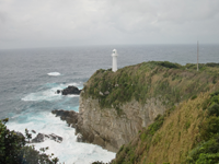 その名のとおり足摺してしまうほど断崖にある足摺岬の灯台。室戸岬同様、台風にもかかわらず雨は降っていなかった。