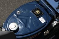 シートを開けると燃料タンクと燃料計。キャップはもちろんキー付。燃料ポンプはこの中に