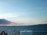 和歌山に向かう南海フェリーの船上から夕陽に暮れる瀬戸大橋が見えた。最終日に晴れたのは皮肉だが、雨は雨で楽しかった