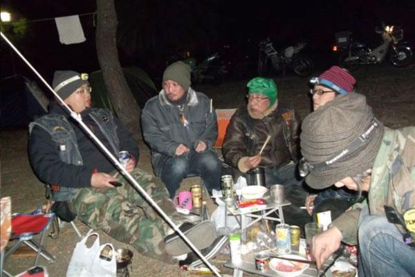 基本はいつものようにテント泊に野宴。だが今年はそれだけではない。越冬種崎宴は年々、進化しているのだ