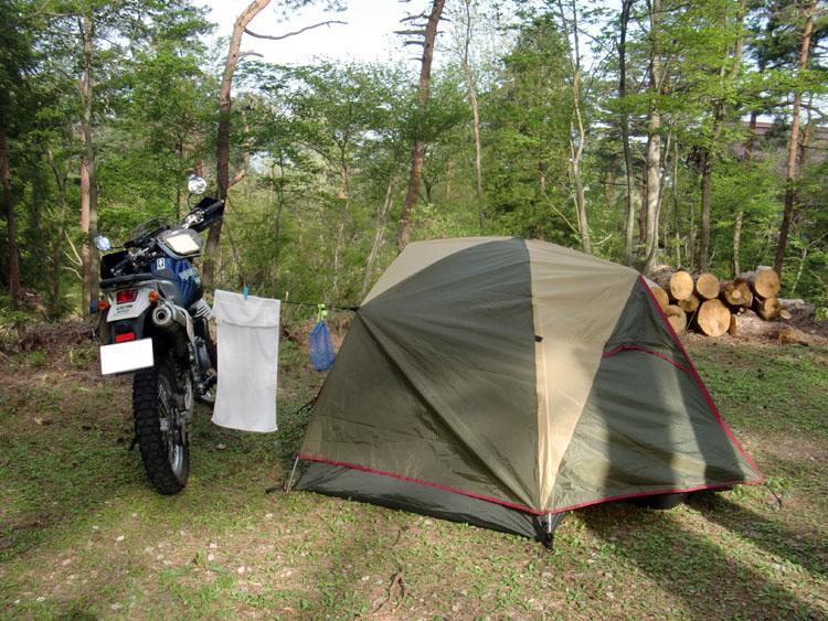 道の駅・井波の近くにある「閑乗寺高原夢木香村」内のキャンプ場。今回から今まで使っていたテントを同じ小川キャンパル製のミルフォード12を投入