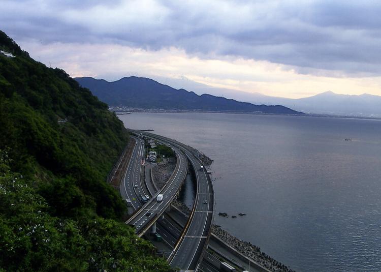 チクショー! 真正面にドーンと富士山が見えるハズだったのにィ〜! いつか再チャレンジするぞー!!