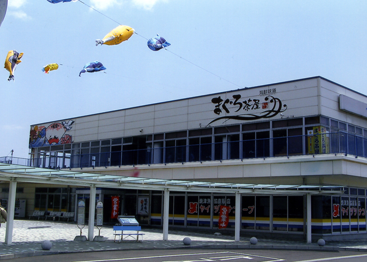 焼津港でお昼ご飯をいただきます。やっぱしおいしいお魚が食べたいっ!!