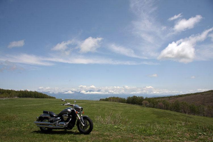 蓼科牧場脇沿いの道から脇道へ。そこでどデカい風景に遭遇。得した気分で時間を過ごす。