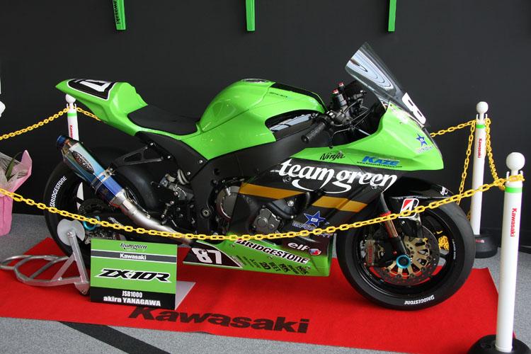7月29日(日)まではチームグリーンの全日本ロードレース選手権JSB1000マシンNinja ZX-10Rを展示中