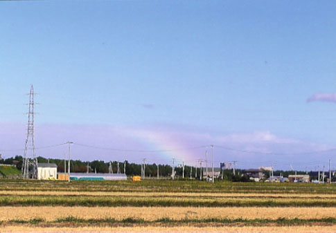 被災地にかかる虹。神サマからの励ましなのでしょうか!?