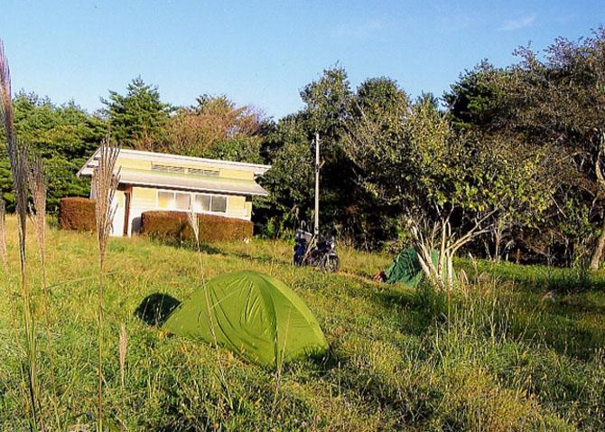 ワタシのお家。ちなみにこのテント、もう11年も使っています。軽くて丈夫なのヨ!!