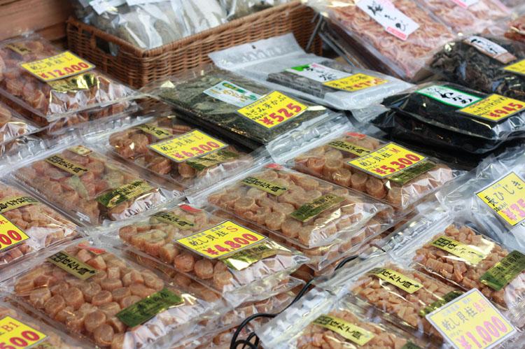 私がアーモンドを買うときに利用する丸安商店。「ほたての干貝柱もおいしいよ」という深沢さんは、とても気さくな方で上野を知り尽くしているお方。写真を撮るの趣味でいいスポットも教えてもらいました。ありがとうございます!