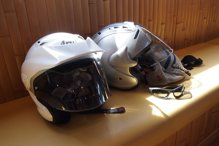 CRF250LやTrickerにはオープンフェイスのヘルメットが似合うね