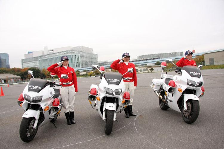 番組ナビゲーターの元GPライダー・中野真矢と共に、バイクの公道走行の基本を学ぶ。警視庁女性白バイ隊・クイーンスターズも協力