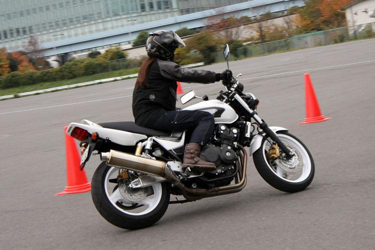 さすがアスリート、バイクに乗るのは1年ぶりながら、すぐに勘を取り戻したようだ