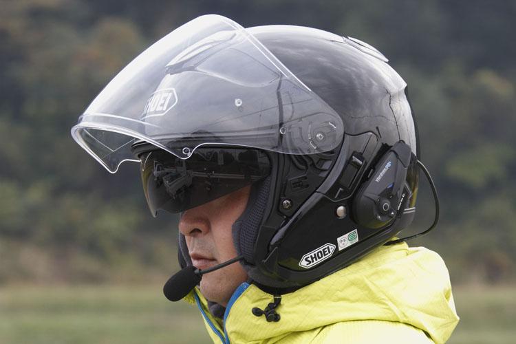 ショウエイのJクルーズ、このヘルメットの売りでもある収納式サンシェードはとても役に立つ。僕は元々ジェットヘルメットが好きなのでもう手放せない