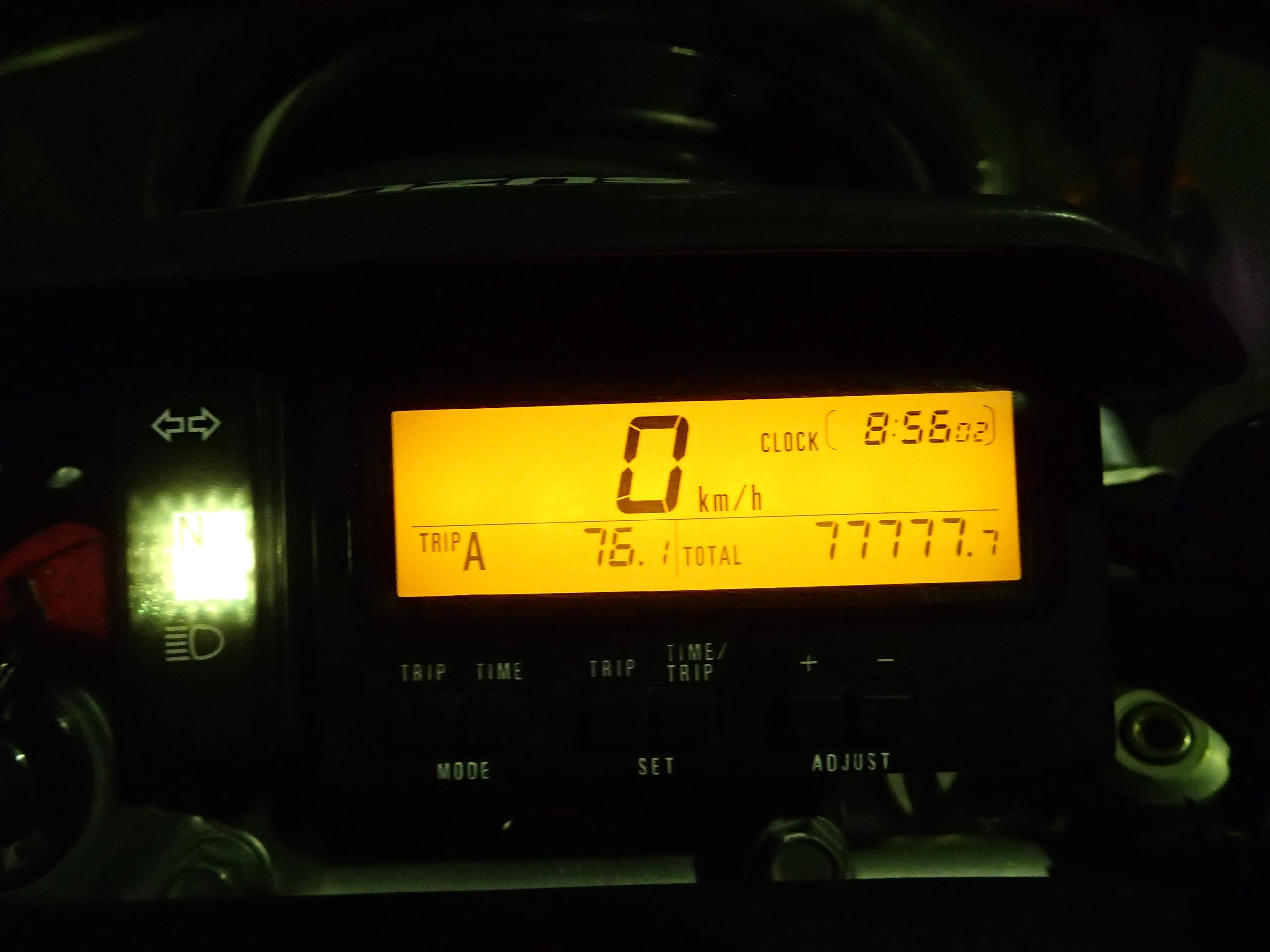 「今日も大フィーバー」ということで、先日ジェベル250XCのオドメーターが77777.7kmを刻んだ。2007年に2500kmで購入して以来、約6年弱で達成。トリップメーターも合わせればよかった…