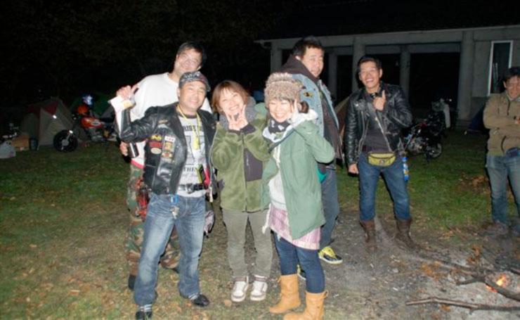 前の3人が北のツワモノ達。左の菅原氏は岩手、えっちゃん、アミコちゃんは新潟から。寒いのに慣れているだけあって11月にあってしまなみの気候は超暖かいらしい