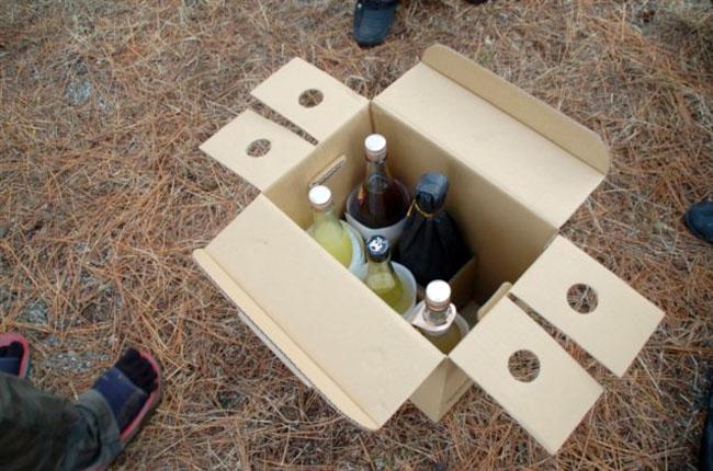 薪に焚き火台、そして酒。種崎必需品の3点セット。これがなければ始まらない