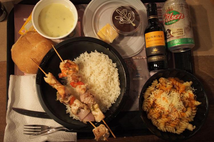 ペルーのビール(ダカールパッケージ!)、チリのワインとともに楽しむ夕食
