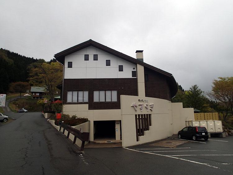 山小屋風の建物の今庄365スキー場内にある今庄365温泉「やすらぎ」。雪が積もっているスキーシーズンなら、さらに風情豊かな場所なのだろう
