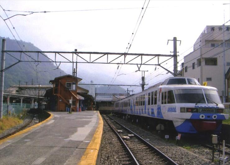 「笑点」でおなじみ(!?)の大月。たまには電車で富士山に向かってみるのもいいかもネ