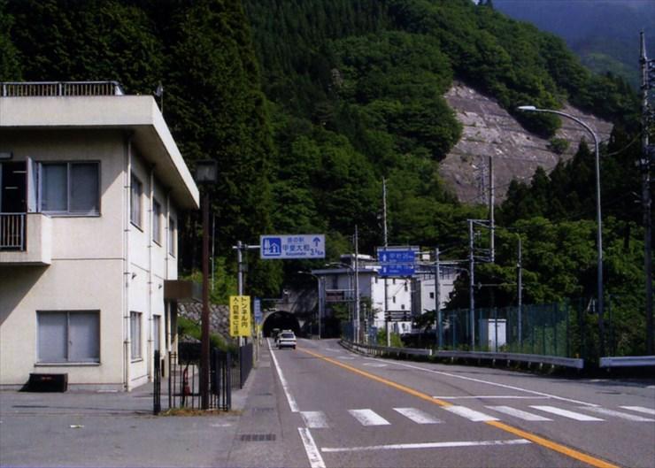 そして目の前には笹子トンネルだ。トンネル内はけっこう道が荒れてるし、濡れてるし、ちょっぴり恐いんだよな