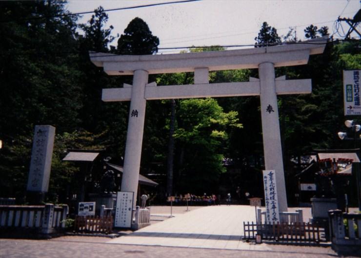 諏訪大社上社本宮。現在はリニューアル工事中なんだけど歴史があっていい雰囲気の神社なのだ