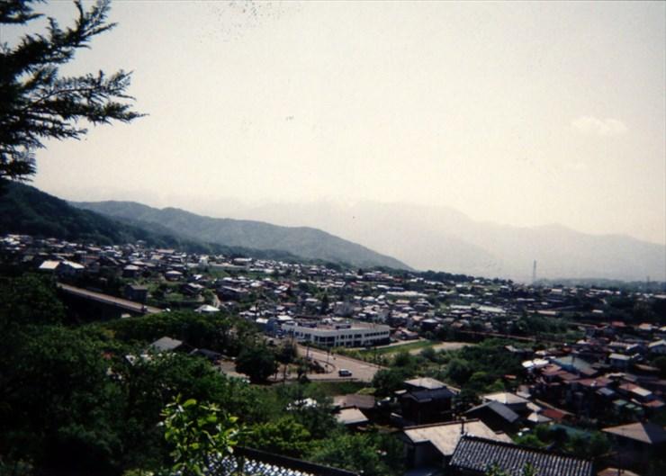 山あいの静かな城下町、高遠。歴史博物館や文化財もたくさんあるし、心なごむ所だ