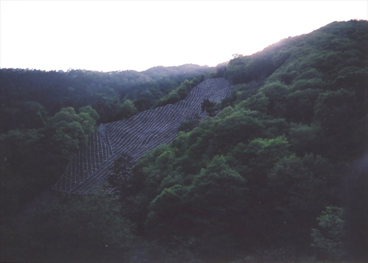 大昔から水害に悩まされてきた大鹿村だそうです。それにしても、この工事はスゴイの一言!!