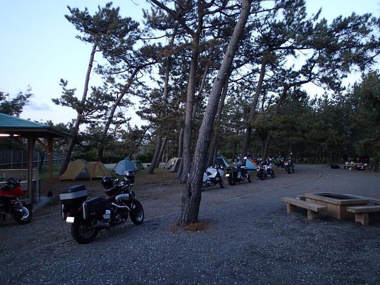 安宅海岸の近くにある石川県小松市の「ふれあい健康広場」。今回は他にお客さんがいなかったので、特別に場内にバイクを駐車させてもらった