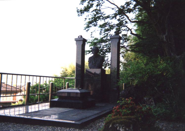 児童文学作家「椋鳩十」先生のお墓。大好きでした。どうぞ安らかにお休みくださいね