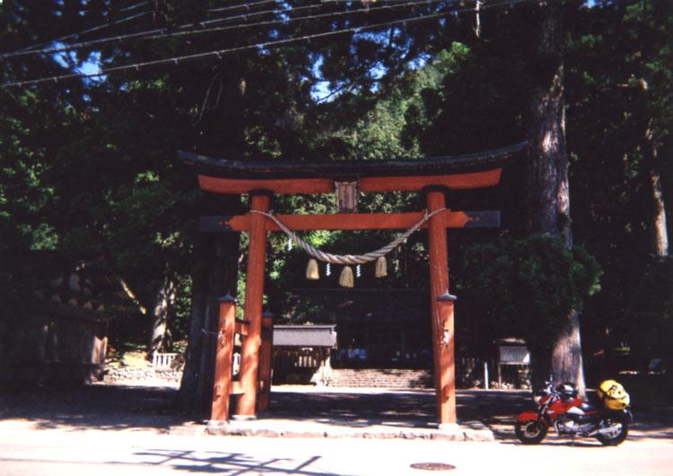この戸隠神社の回りには重ね岩をはじめ、たくさんのパワースポットがあるそうですよ