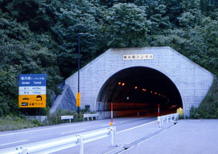 伊那から木曽福島へ抜ける権兵衛トンネル。ちなみにワタシのツーリングマップルは古いので、まだ載ってないのです