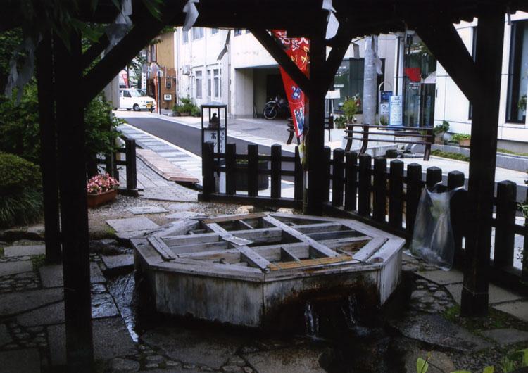 源智の井戸。市内にはいたる所に井戸があって飲めるようになっています。冷たくておいしかったよ