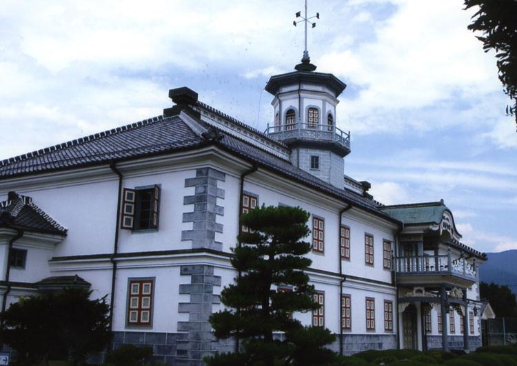 重要文化財の旧開智学校。明治9年に作られて昭和38年までは、利用されていたそうですよ