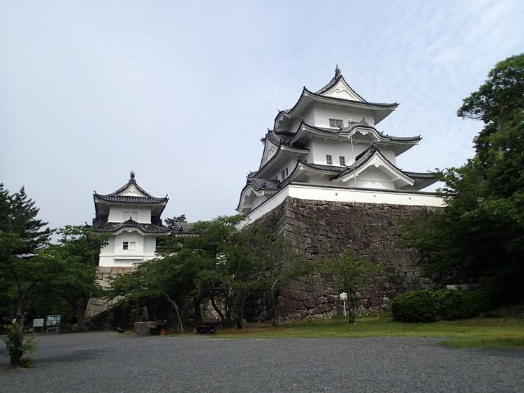 伊賀市内の上野公園内に聳える伊賀上野城。園内、場内ともに整備が行き届いており、天守閣からは伊賀市内を一望できる