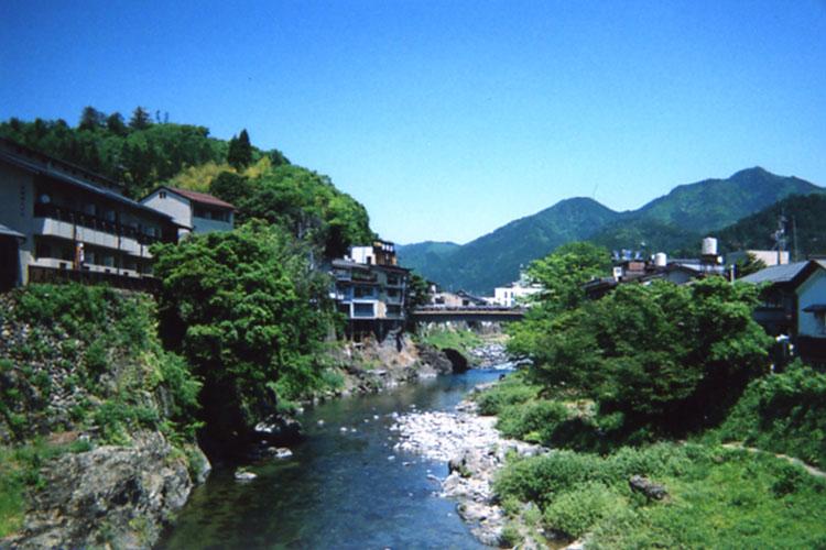 街の真ん中を流れる吉田川。ワタシの田舎もこんなカンジなんだけど、やっぱりキレイな川を見るとホッとするよね