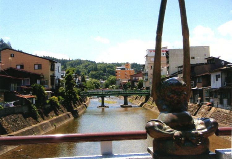 飛騨高山の風景。街の真ん中を流れる宮川は都会なのにかなりキレイなのだ。ゴミひとつなかったよ