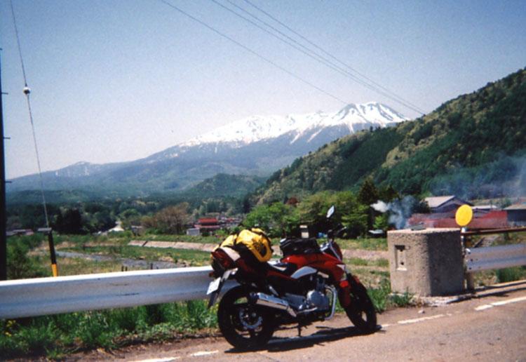 御岳山が見下ろす、開田高原の村。ワタシ、もう人生に疲れちゃったし、こんな美しい所で余生を過ごしたいデス