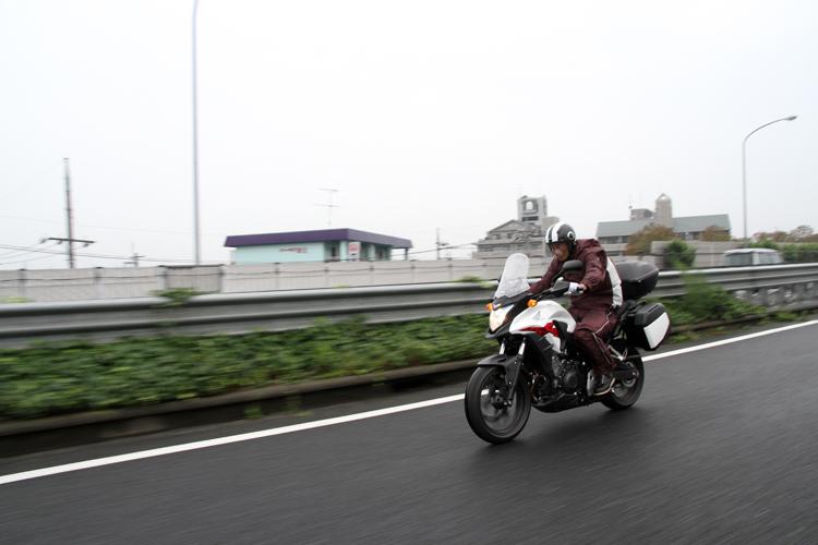 中央高速道は、雨