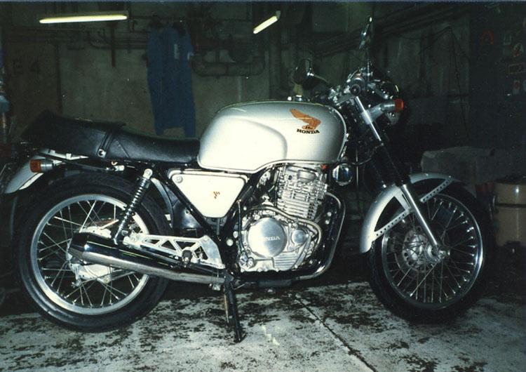 昔の相棒「クラブマン」。今見るとホントに美しいバイクです。ワケあってすぐ手離しちゃったんだよなぁ〜。