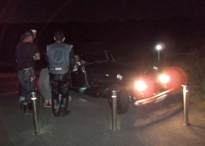 マニアックな車で来る者もいる。趣味はそれぞれが個性的。そしてもちろん彼もバイク乗り