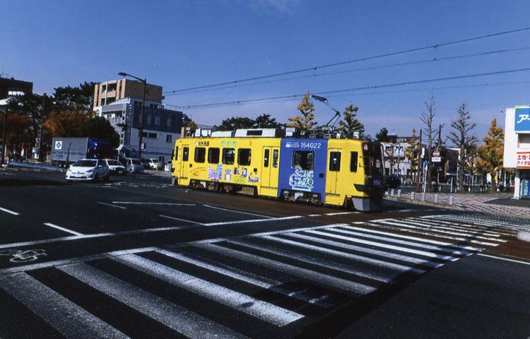 チンチン電車が走る豊橋の街。いろんな形のヤツがあっt、どれももんな乗ってみたいデス