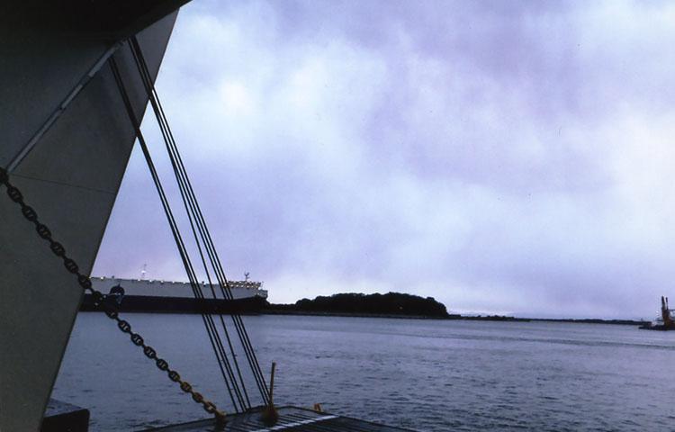 朝7時、北九州、新門司港に着岸しました。でもやっぱし雨。ワタシの旅はいつもいつも雨なのです