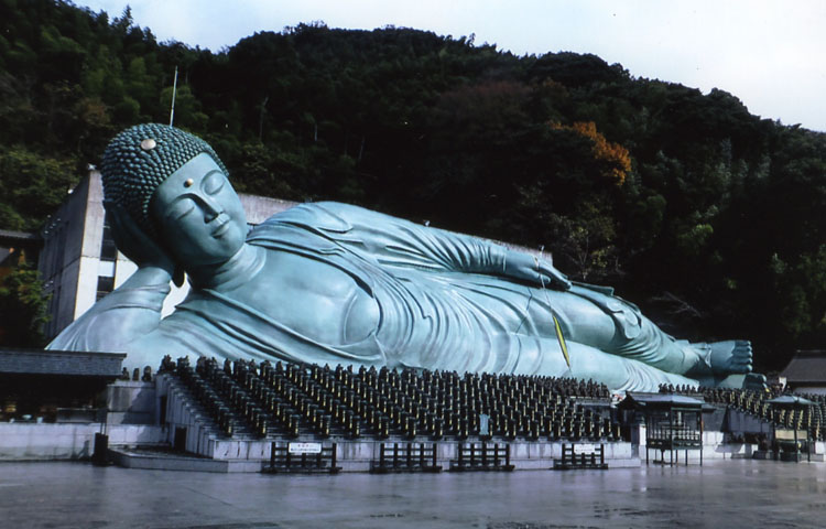 篠栗という所にある「南蔵院」さん。地元ではかなり有名だ。中国や韓国からの観光客がたくさん来ていたぞ