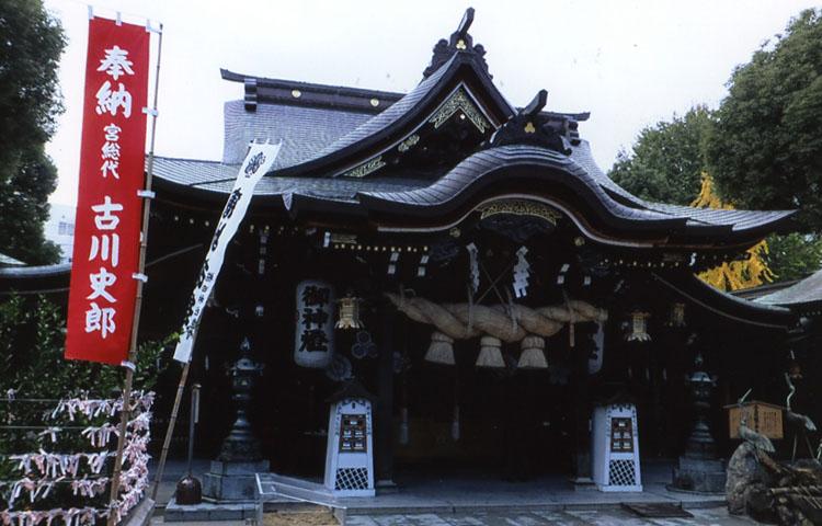 博多の総鎮守様、櫛田神社。毎年7月1日〜15日は博多祇園山笠が開かれることでも有名だよ