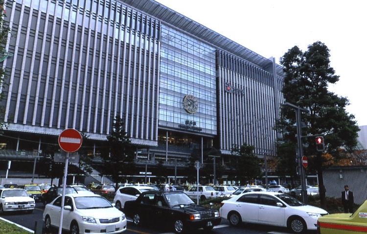 昨年は、この地に博多駅ができて50周年だったのだ。すごくオシャレなビルになって人の流れも変わったらしいよ