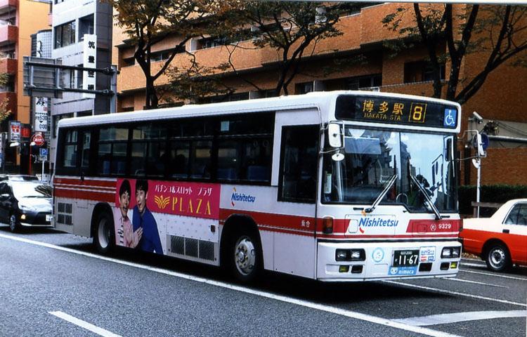 西鉄バスを見ると「博多に戻ってきたんだァ−」って思います。ちなみに、バスの保有台数日本一の会社なんだってさ